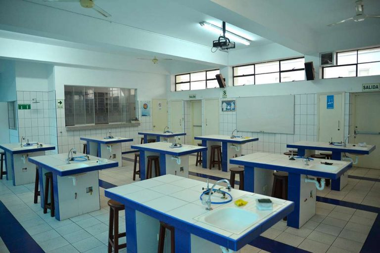 12. Laboratorio de Ciencias